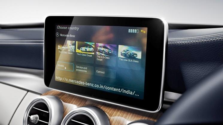 Установленное головное устройство Mercedes-Benz Comand NTG
